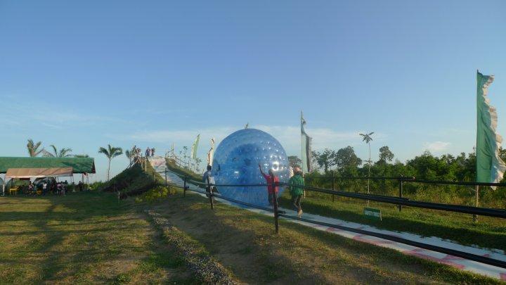 Davao Zorbs Park : Roll on the Floor - Literally!