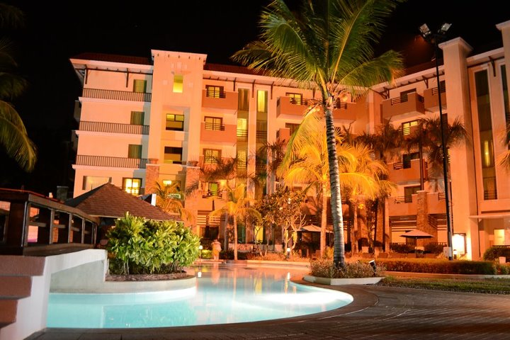 Hotel Vida Swimming Pool at Night