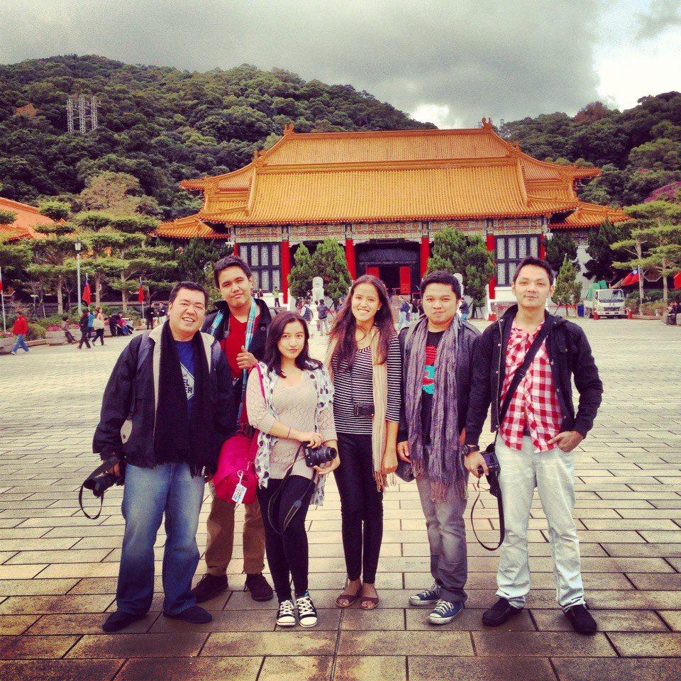 Bloggers @ the National Revolutionary Martyrs' Shrine - Taipei, Taiwan