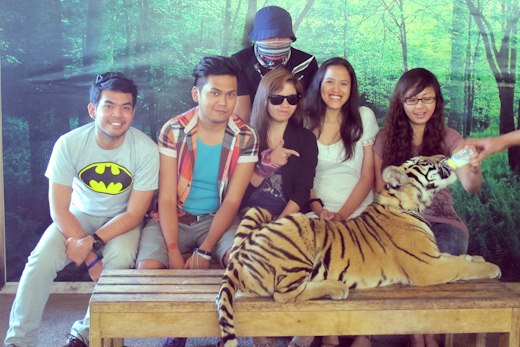 Souvenir group photo with the Little Tiger at Zoobic Safari.. and a ninja