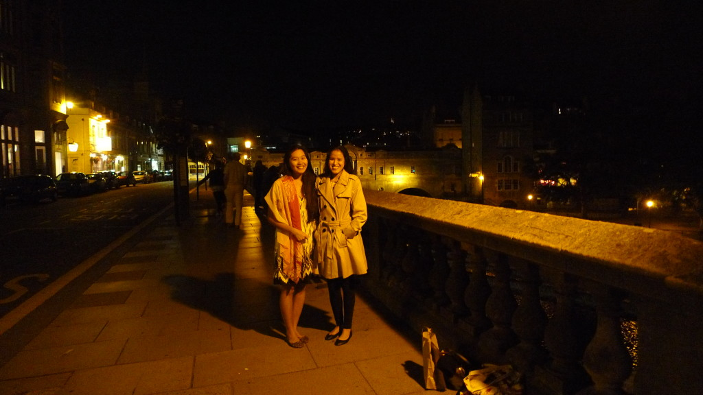 Roaming around Bath at night. No more pubs?!