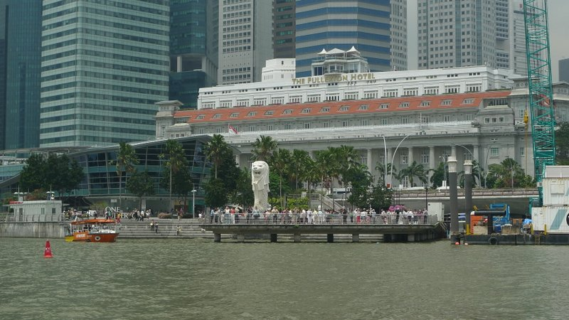 The Merlion and the Tourists