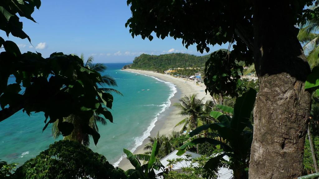Glimpse of Puerto Galera's White Beach