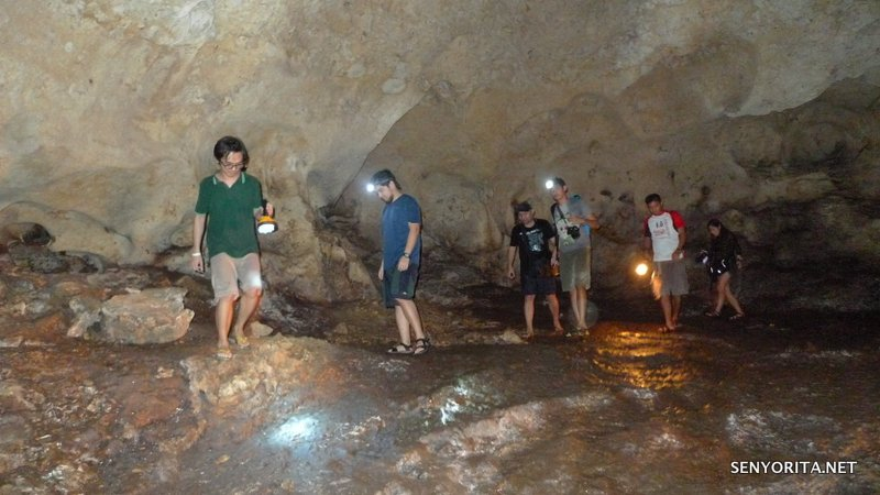 """Travel bloggers spelunking at Aglipay Caves (when they were still """"clean"""")"""
