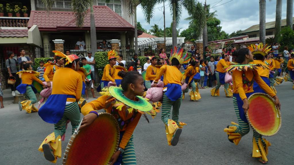 Binalonan-Fiesta-Street-Dancing3