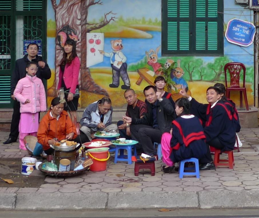 Hanoi-Vietnam-Sidewalk-Lunch