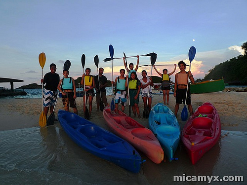 Pinoy Travel Bloggers after a fun Island Hopping Adventure in Hundred Islands with Vivian Velez :D