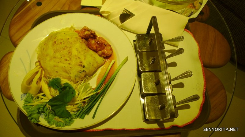 Room Service: Pad Thai for the hungry Pinay