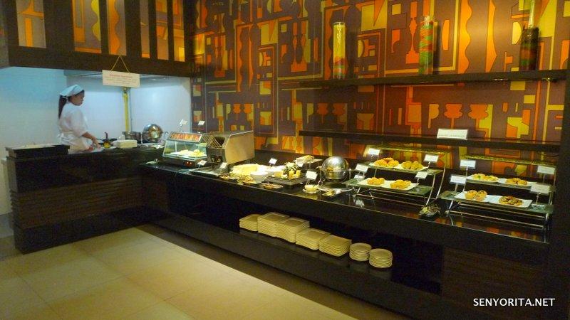 09-Hotel-Windsor-Suites-Executive-Lounge-Breakfast
