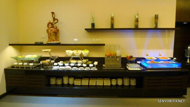 11-Hotel-Windsor-Suites-Executive-Lounge-Breakfast3