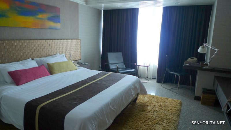 05-Majestic-Grande-Room-Bed1