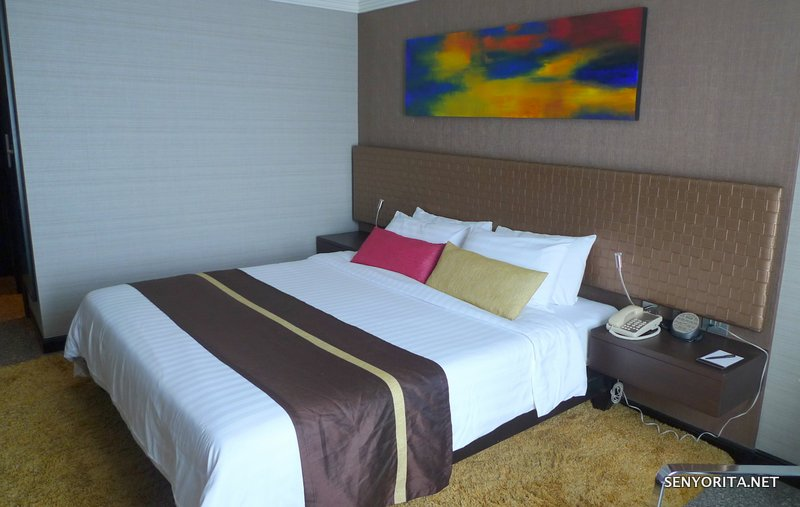 06-Majestic-Grande-Room-Bed2