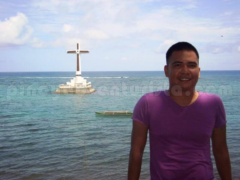 Mervin Marasigan of Pinoy Adventurista in Camiguin's Sunken Cemetery