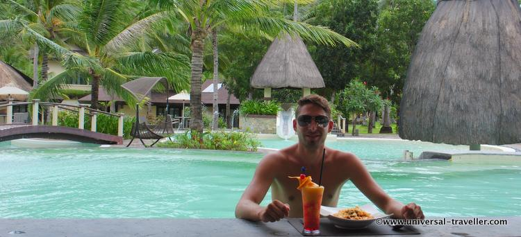 Tim of Universal Traveller enjoys his lunch in Two Seasons' pool area. Who wouldn't say yes to that treat? :D