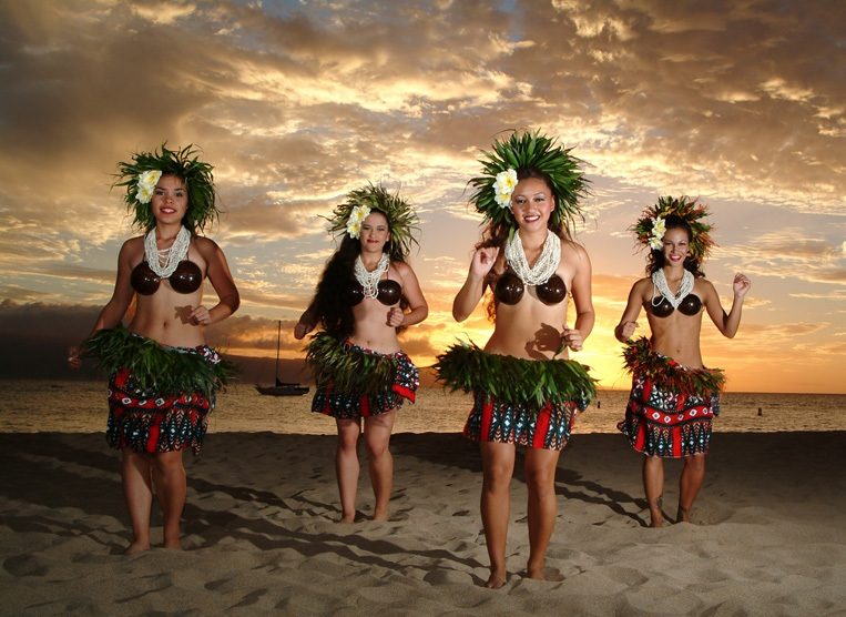 Luau Dancers in Oahu, Hawaii | Photo Source: Luau Dancers