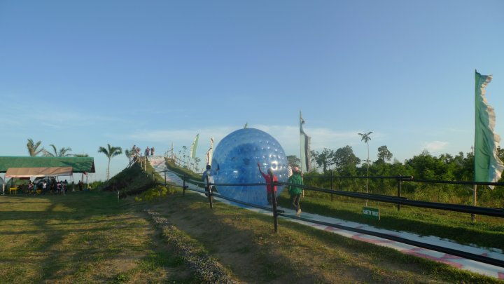 Davao Zorbs Park : Roll on the Floor - Literally!