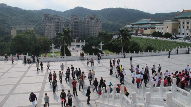 Tourists outside the National Palace Museum - Taipei, Taiwan