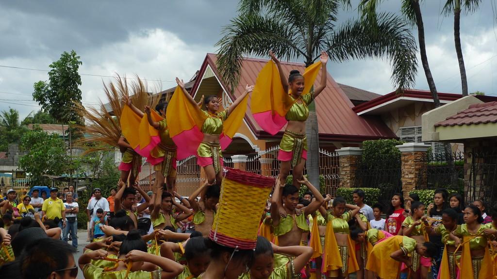 Binalonan-Fiesta-Street-Dancing1