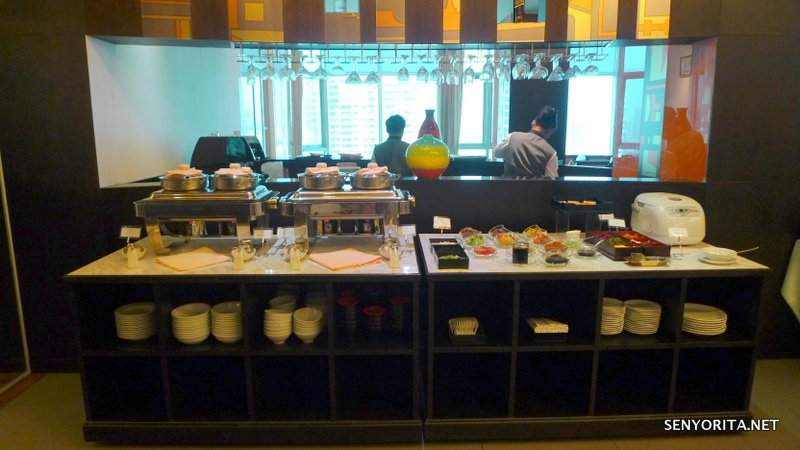 10-Hotel-Windsor-Suites-Executive-Lounge-Breakfast2