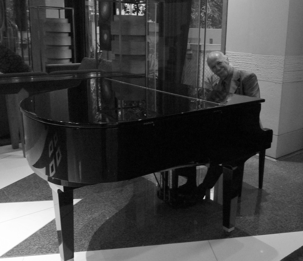 Live piano music performance from this gentleman :D