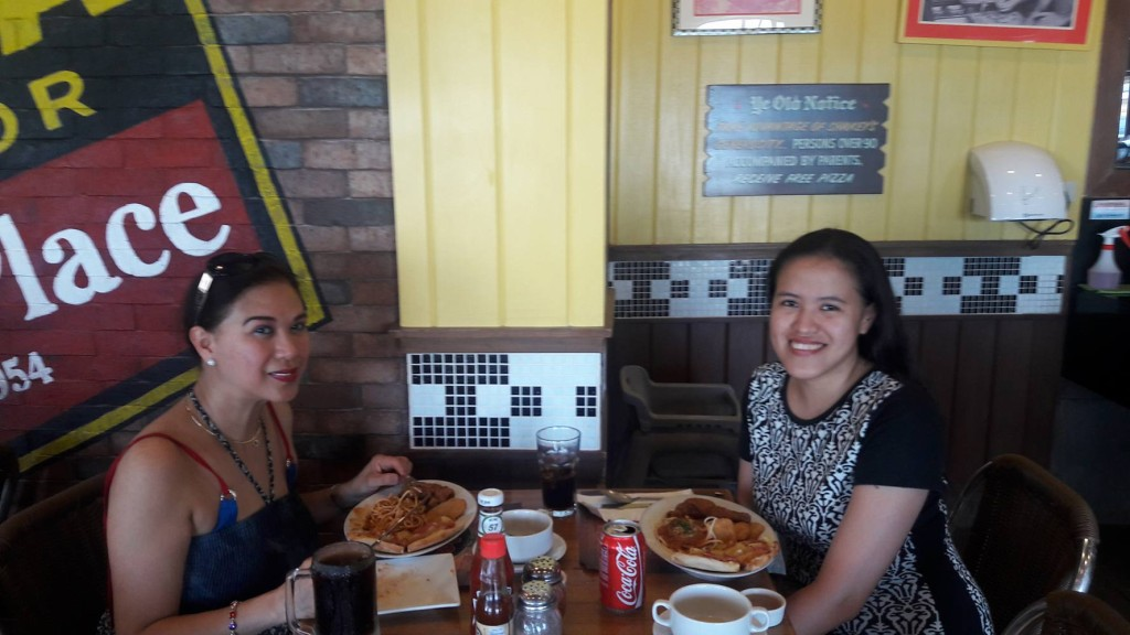 Late lunch at Shakeys Boracay, where my mom made friends with the staff right away by calling them with their first name :)