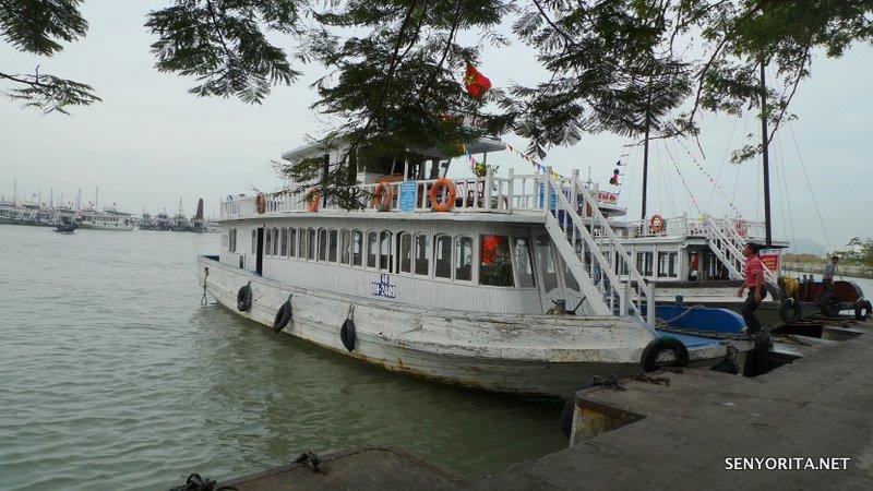 03-halong-bay-vietnam-junk-boat